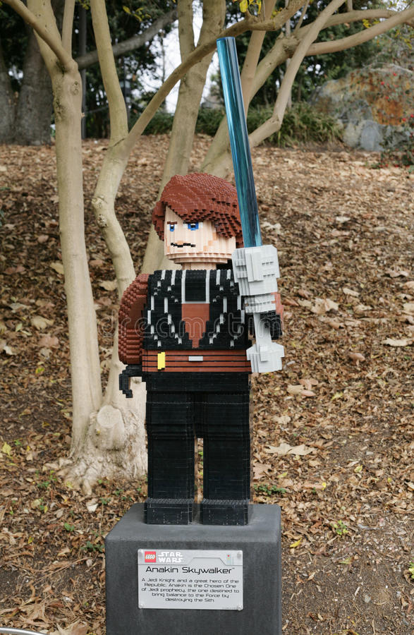 CARLSBAD, E.U., O 6 DE FEVEREIRO: Star Wars Anakin Skywalker Minifigure fez fotos de stock