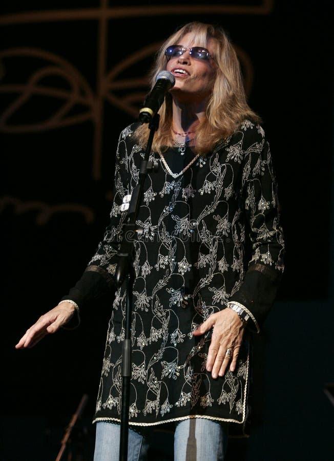 Carly Simon utför i konsert royaltyfria bilder