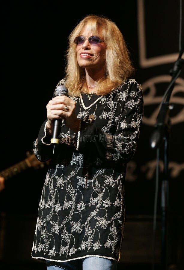 Carly Simon utför i konsert arkivfoton
