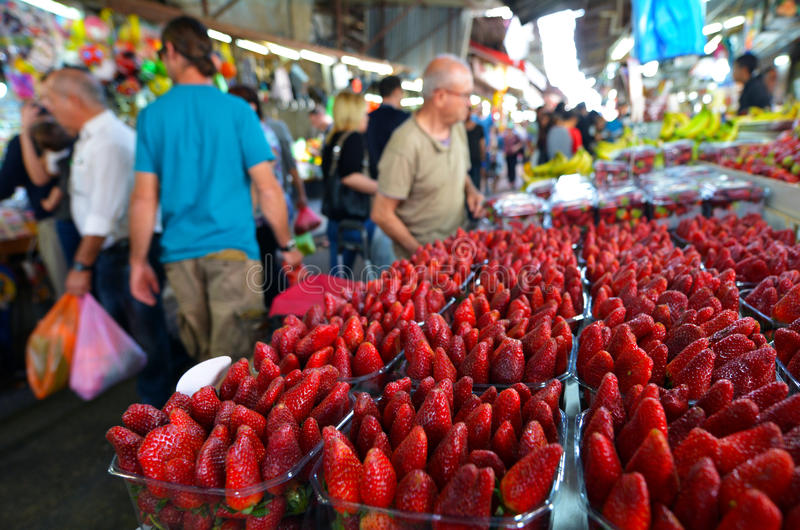Carmel Market Shuk HaCarmel i Tel Aviv, Israel royaltyfria foton