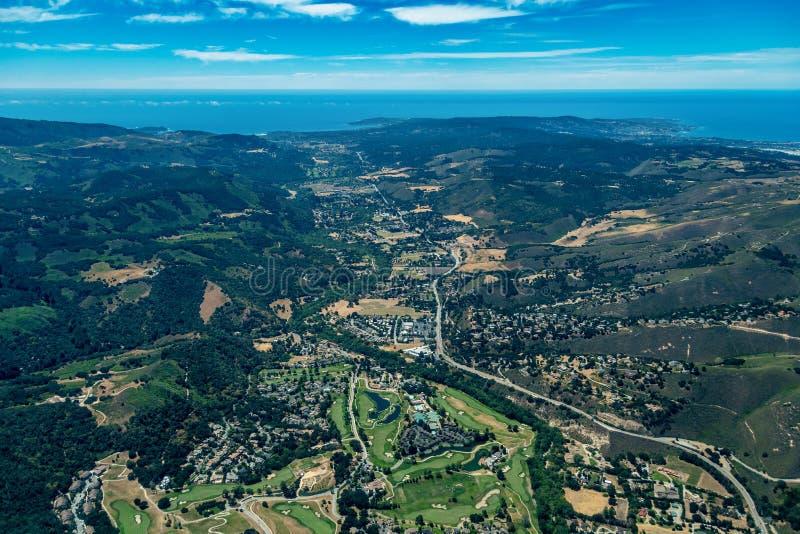 Carmel River Valley en la opinión aérea septentrional de California imagen de archivo