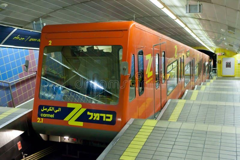 Carmelit ondergrondse trein in Haifa, Israël stock fotografie