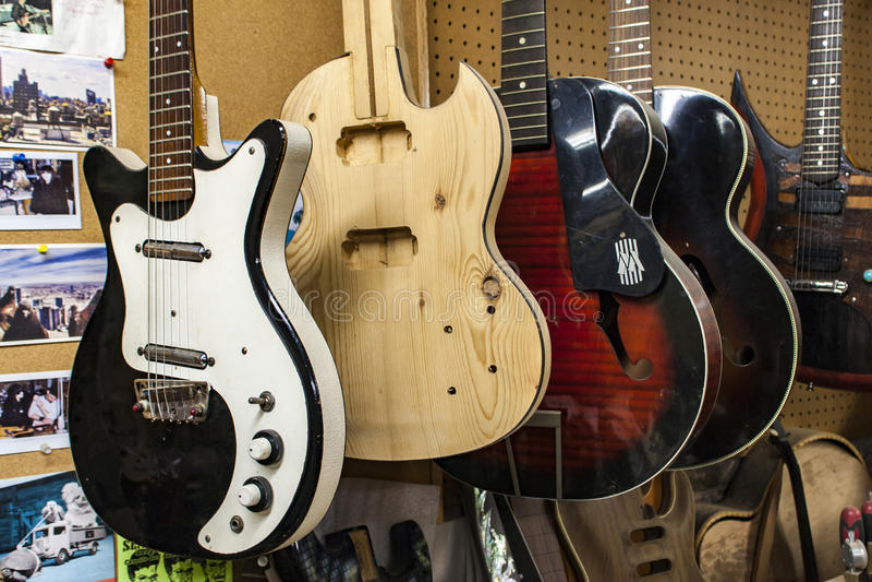 Carmine Street Guitars-opslag in New York stock afbeeldingen
