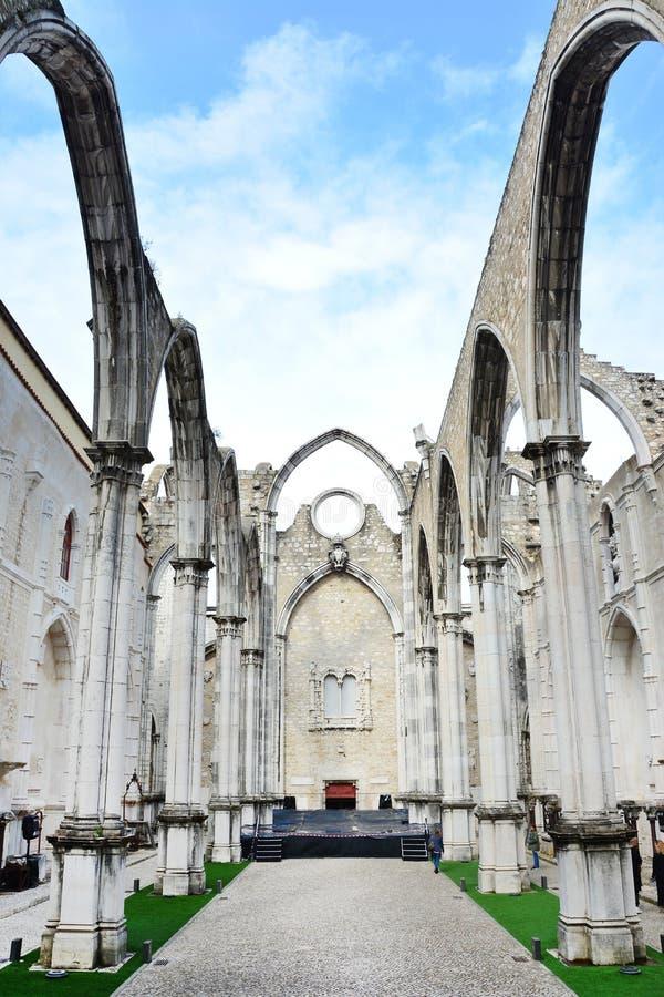 Carmo-Kirchenruinen in Lissabon lizenzfreie stockfotos