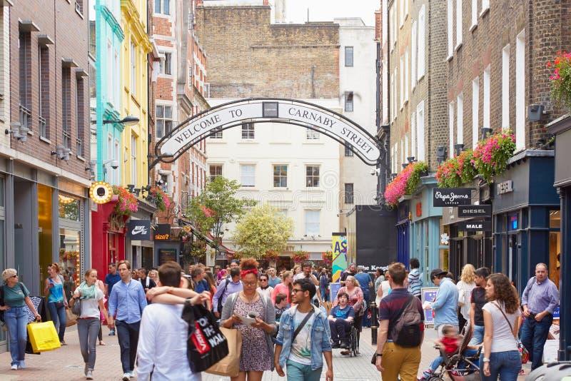 Carnabystraat, beroemde het winkelen straat met mensen royalty-vrije stock fotografie