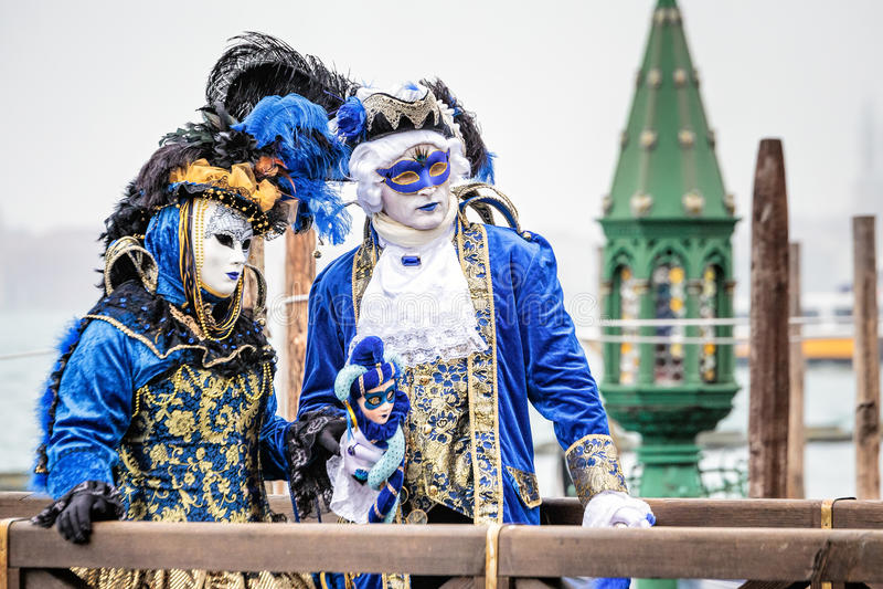 Carnaval blått och guld royaltyfria bilder