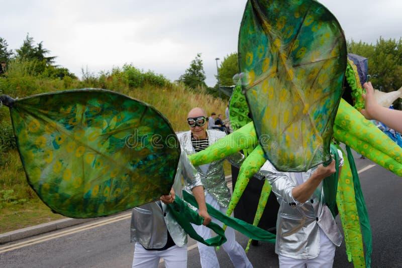Carnaval da parada do festival dos gigantes em Telford Shropshire fotos de stock royalty free