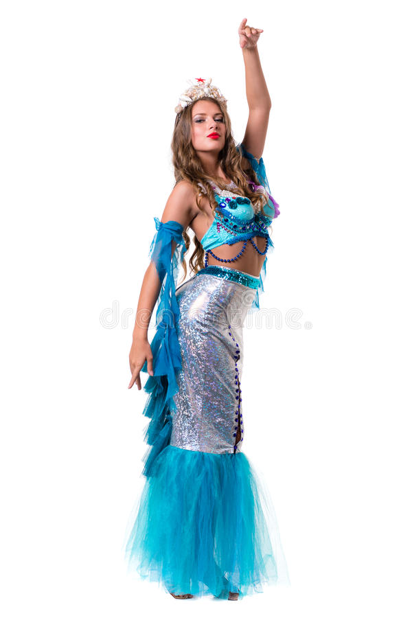 Carnaval-de dansersvrouw kleedde zich als meermin stellen, geïsoleerd op wit stock afbeeldingen