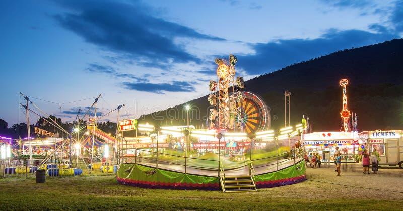 Carnaval de la comunidad en la noche fotografía de archivo