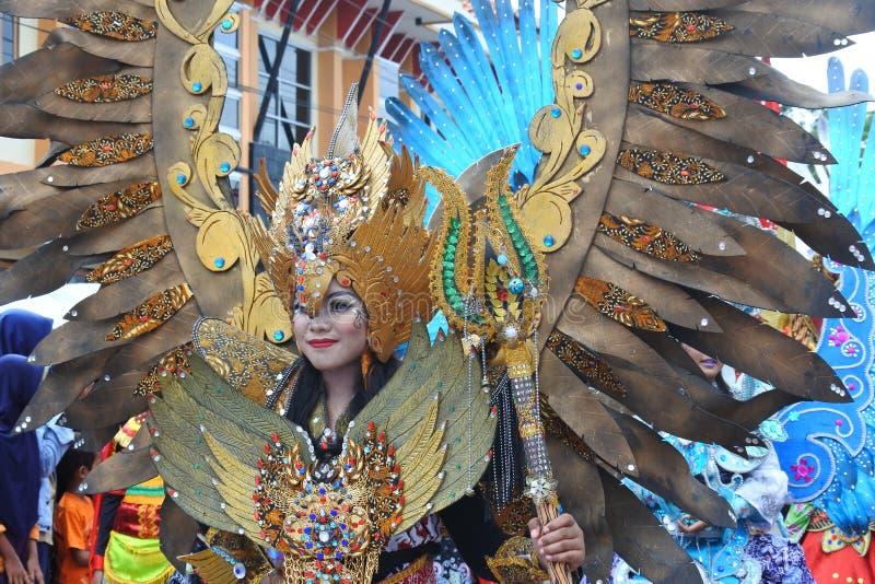 Carnaval de la moda del batik llevado a cabo en Blora foto de archivo