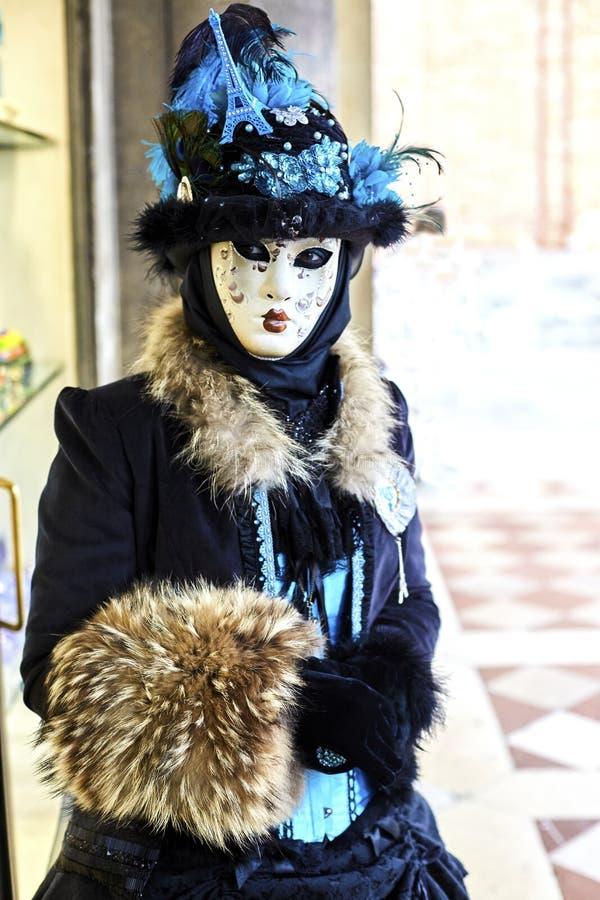 Carnaval 2017 de Venecia Traje veneciano del carnaval Máscara veneciana del carnaval Venecia, Italia Traje azul veneciano del car fotografía de archivo libre de regalías