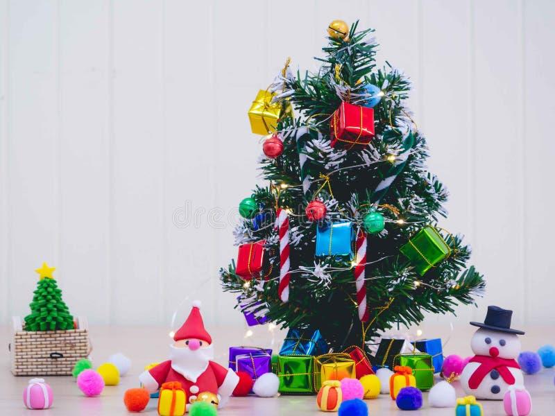 Carnaval do Natal da abençoada e a ornamentação da luz foto de stock royalty free