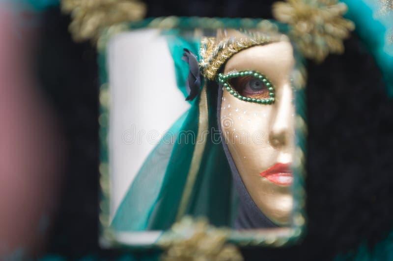 Carnaval in een spiegel stock foto