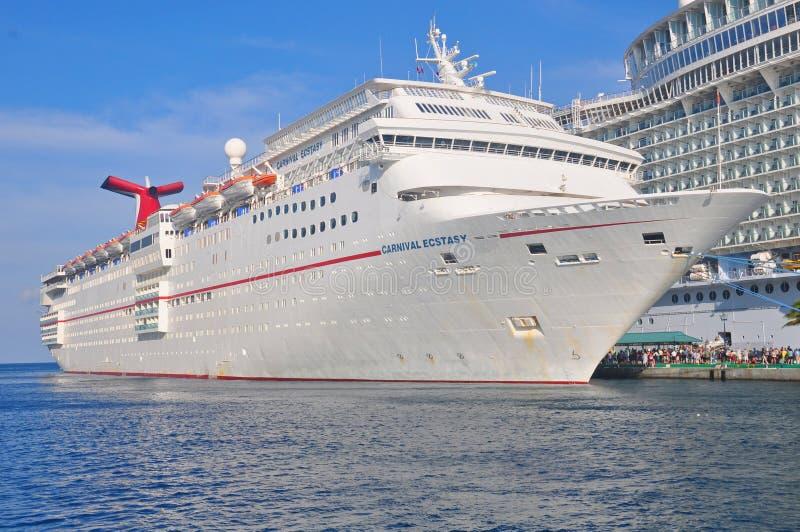 Carnaval-het schip van de Vervoeringcruise in Nassau, de Bahamas royalty-vrije stock foto