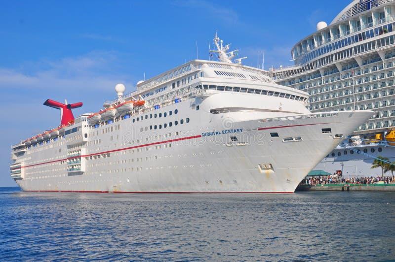 Carnaval-het schip van de Vervoeringcruise in Nassau, de Bahamas royalty-vrije stock foto's