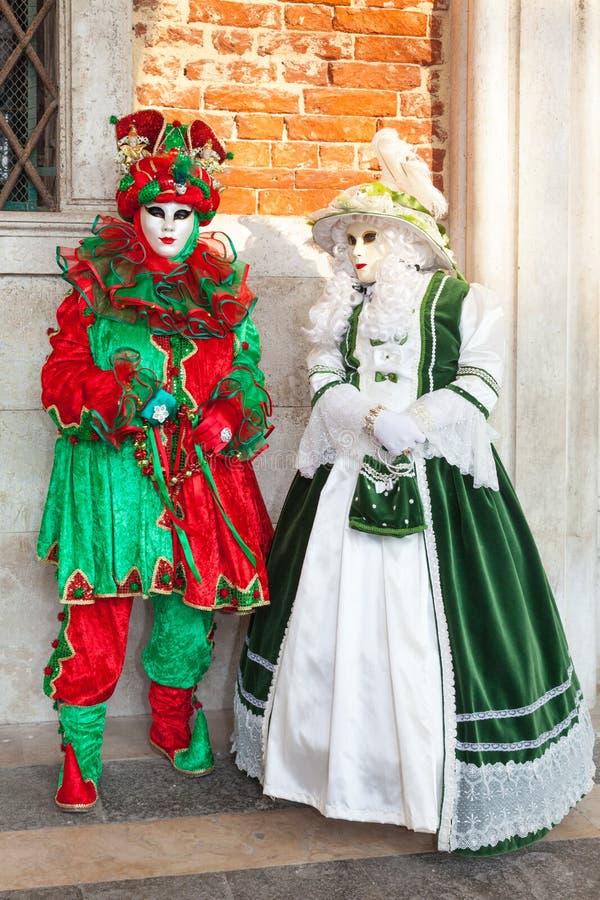 Carnaval 2017, Italia de Venecia Dos mujeres en trajes clásicos y fotos de archivo