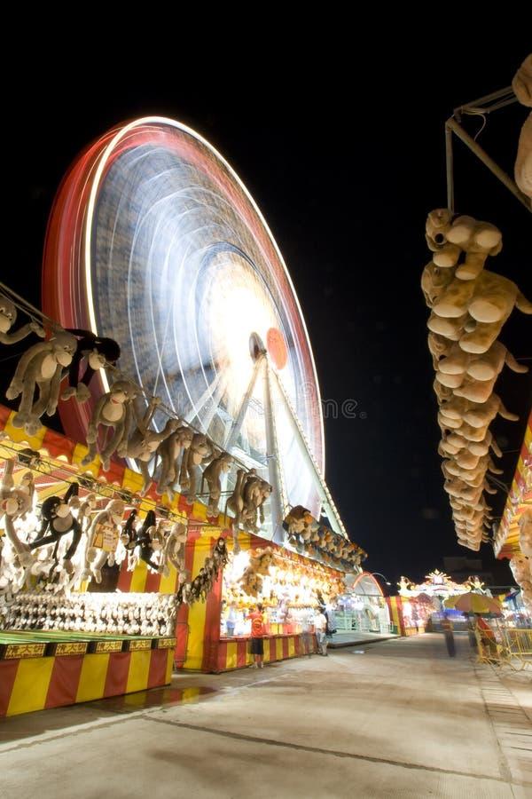 Carnaval molido con una rueda de ferris imágenes de archivo libres de regalías