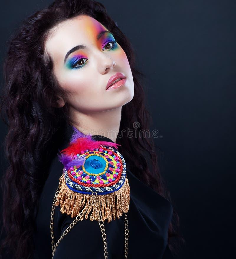 Carnaval. Partido do vestido extravagante. Retrato bonito da menina foto de stock