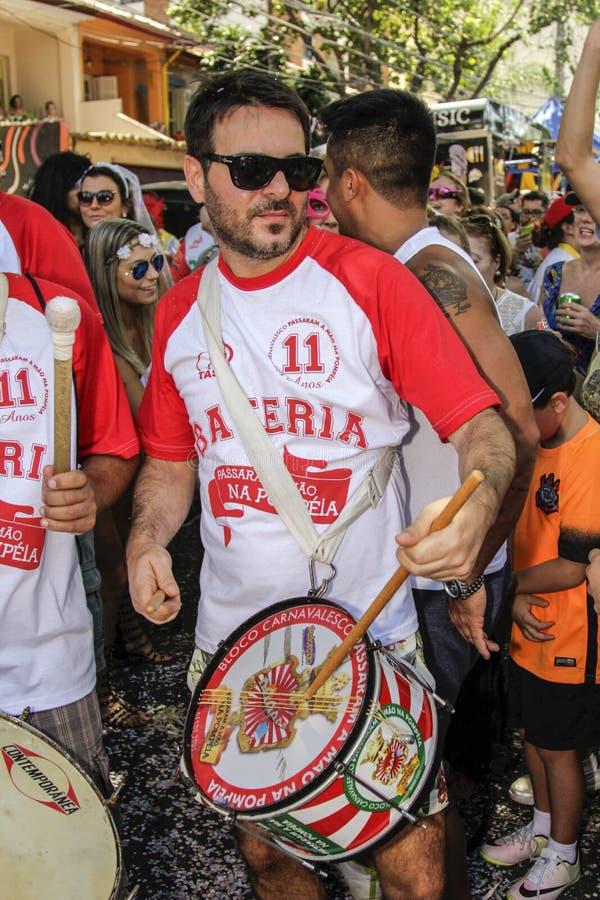 Download Carnaval Populaire Brésilien De Rue Avec La Musique De Samba Image éditorial - Image du beau, couleur: 87703890