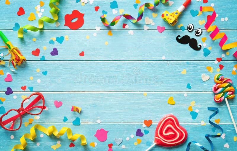 Carnaval, verjaardag of partijachtergrond royalty-vrije stock fotografie