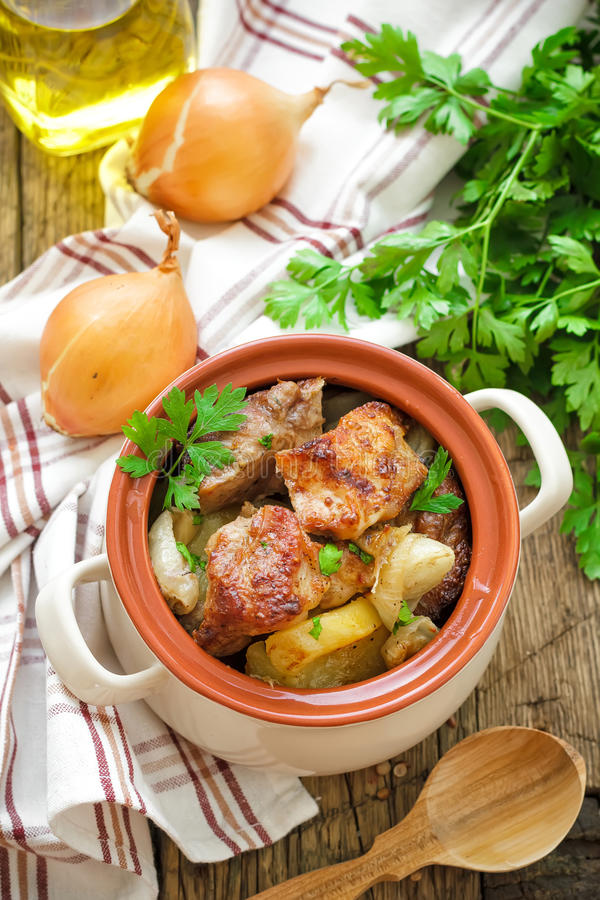 Carne al forno con la patata fotografia stock