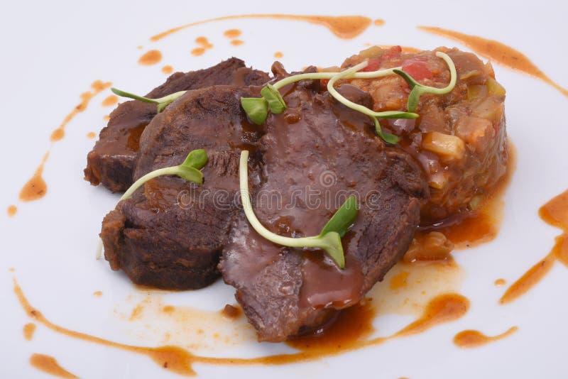 Carne al forno del manzo con le verdure stufate fotografia stock