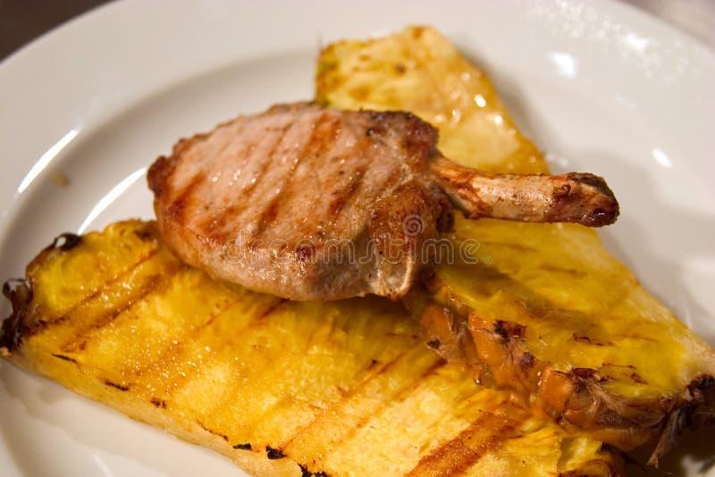 Carne arrostita con il pino fotografia stock libera da diritti