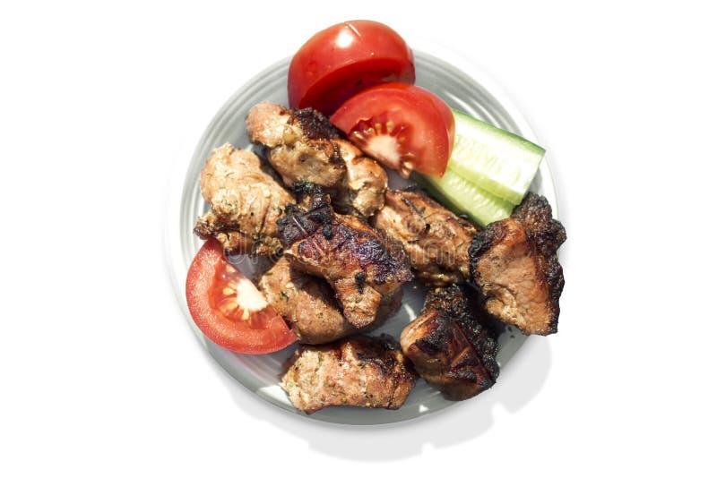 Carne arrostita con le verdure su una zolla immagine stock