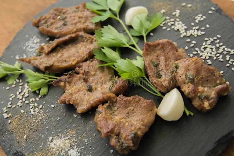 Carne arrostita coreana, bulgogi Fette della carne del barbecue immagini stock libere da diritti