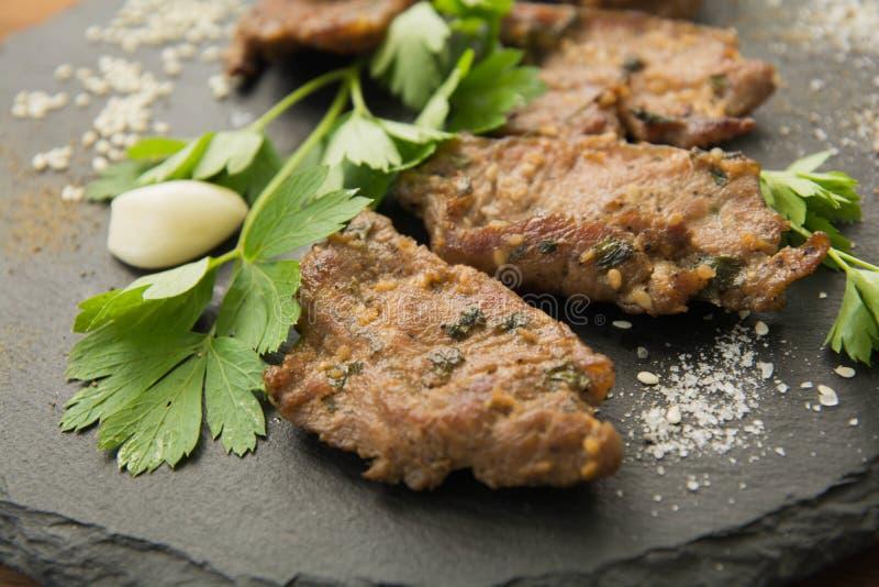 Carne arrostita coreana, bulgogi, fette, primo piano della carne del barbecue fotografie stock libere da diritti
