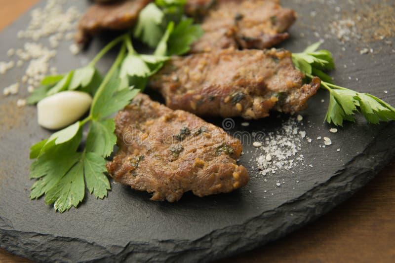 Carne arrostita coreana, bulgogi, fette, primo piano della carne del barbecue fotografia stock