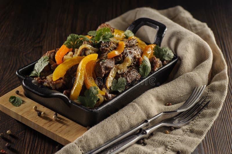Carne assada com vegetais fotografia de stock