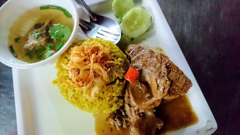 Carne Biryani com chutney verde imagem de stock