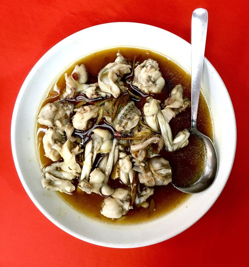 Carne blanca de la rana cocida al vapor en estilo chino fotos de archivo
