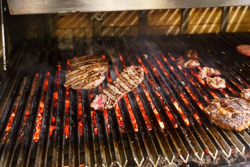 A carne, carne, fritou no gril barbecue imagem de stock royalty free