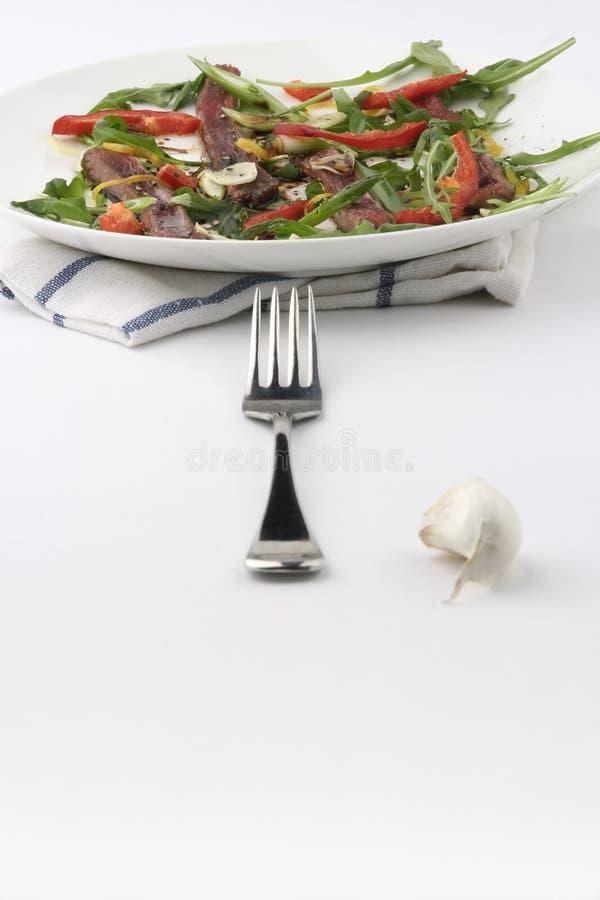 Carne Carpaccio; forquilha alinhada fotografia de stock