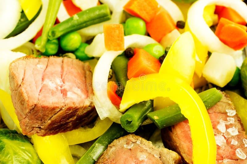 Carne con las verduras imagenes de archivo
