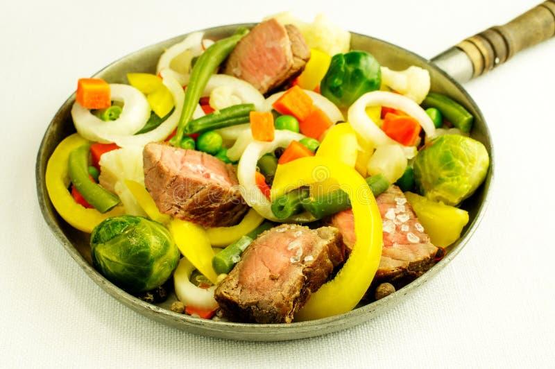 Carne con las verduras foto de archivo libre de regalías