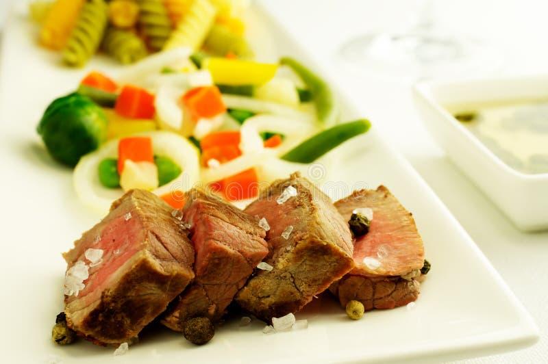 Carne con las verduras fotografía de archivo