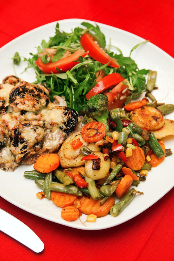 Carne con le verdure fotografia stock