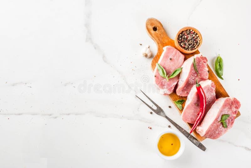 Carne cruda, bistecche della carne di maiale immagini stock