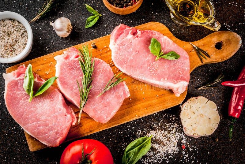 Carne cruda, bistecche della carne di maiale immagine stock