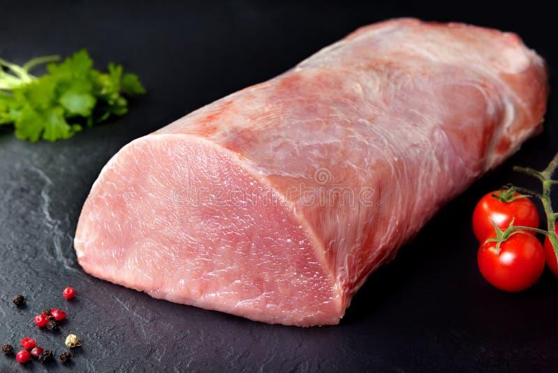 Carne cruda y cerdo fresco Cerdo crudo del rollo, lomo de cerdo fotos de archivo
