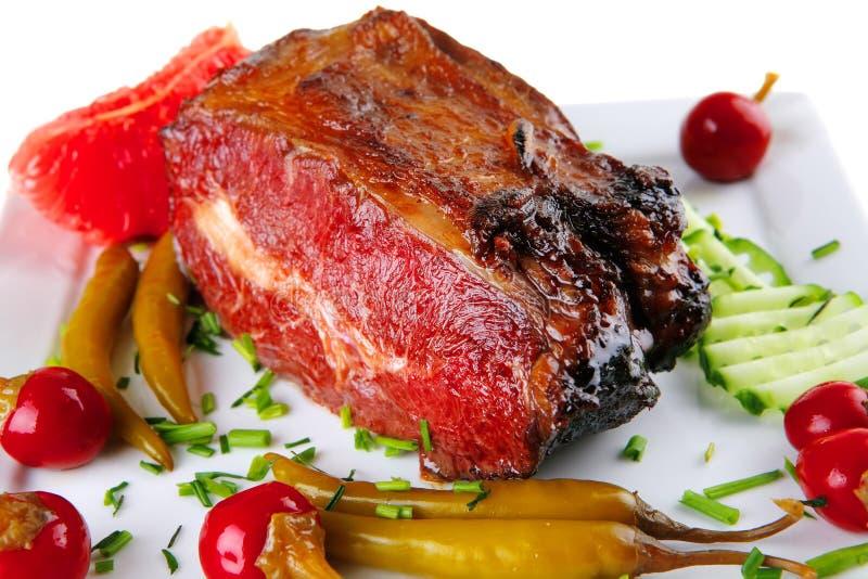 Carne de la carne de vaca y pimientas rojas imagenes de archivo