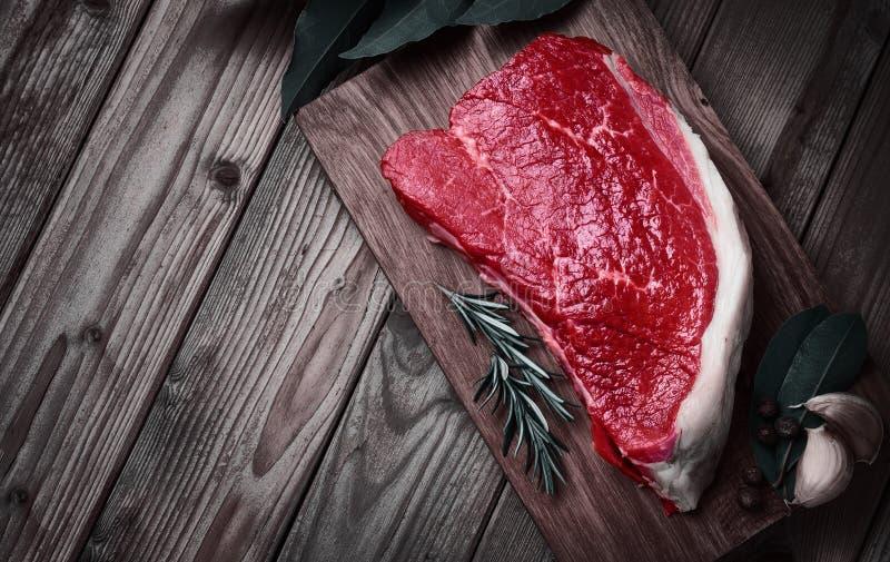 Carne de la ternera con las especias fotos de archivo