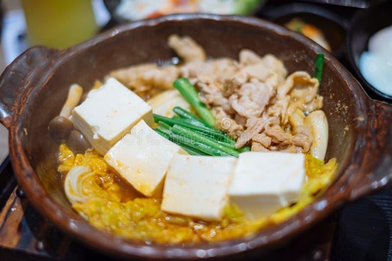Carne de porco com a bandeja quente do tofu foto de stock royalty free