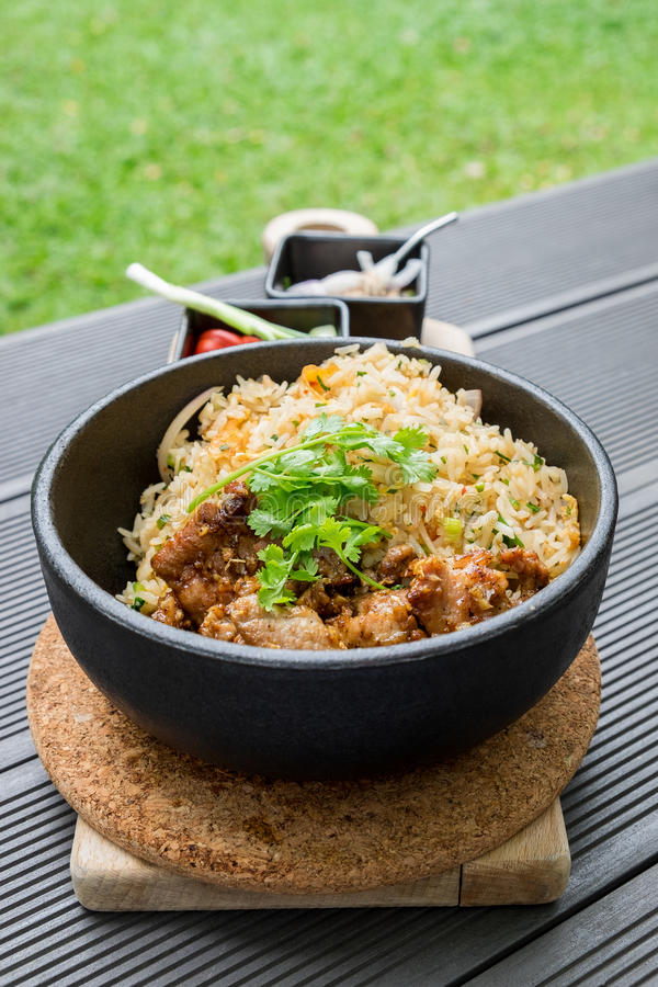 Carne de porco fritada com o vegetal do alho com o tailandês picante e ácido do molho foto de stock royalty free