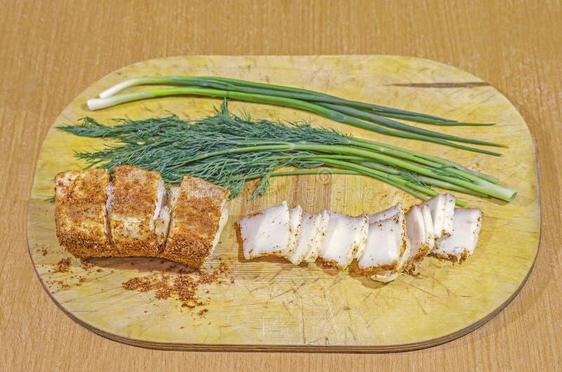 Carne de porco gorda em uma cebola e em um alho da pimenta vermelha fotos de stock
