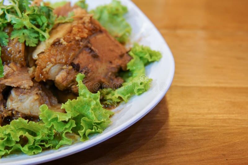 Carne de porco no molho doce com erva fotos de stock