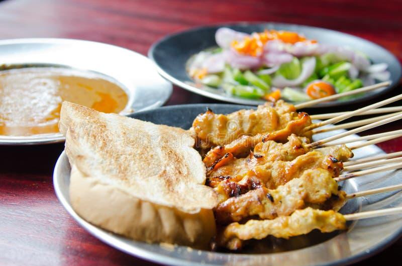 Carne de porco satay com molho. imagens de stock royalty free